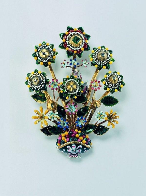 Blütenstrauss (Agraffe) Gold, Smaragd, Diamanten, Email Deutsch, um 1620-1630 © Schmuckmuseum Pforzheim Foto: Günther Meyer