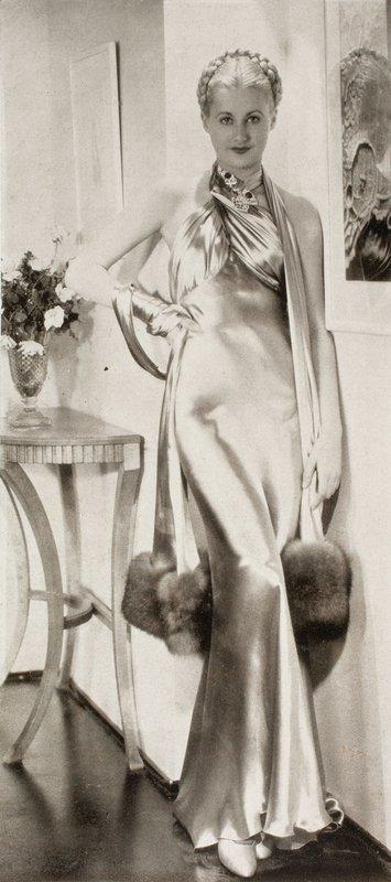 Abendkleid, aus der Zeitschrift 'Wiener Mode', 1935 © Münchner Stadtmuseum