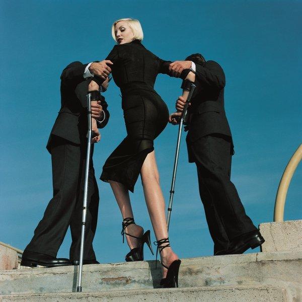 High & Mighty shoot American Vogue, Model: Nadja Auermann, gekleidet in Dolce & Gabbana, Sommer 1995 Februar 1995 © Estate of Helmut Newton / Maconochie Photography
