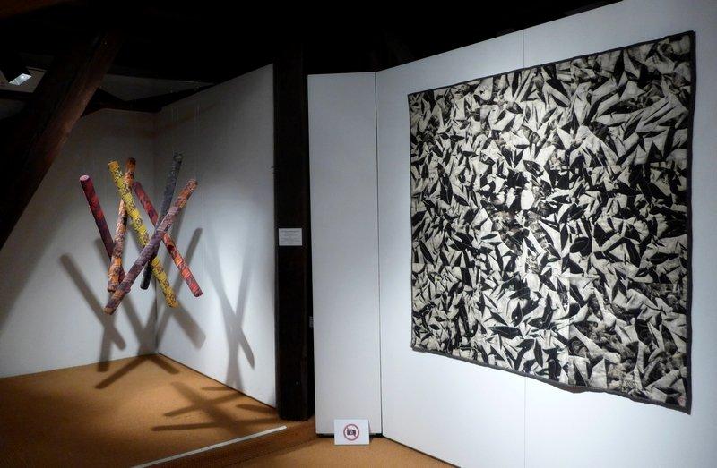 Anco Brouwers-Branderhorst (NL): Grenzüberschreitend: Afrika, 100 x 90 x 90 cm (li) Anne Woringer (F): Migration, 150 x 150 cm