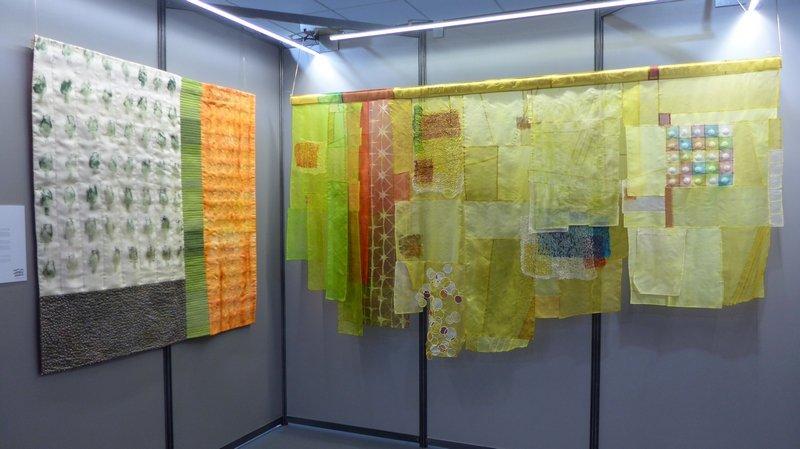 Mercè González: Cava Les Cols (re) Cecilia González: Carxofes (Artischocken) (li) Ausstellung 'Tast textil' 21. Europäisches Patchwork Treffen 2015