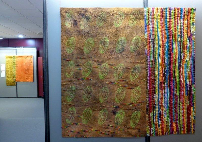 Cecilia González: Xocolata (re), Espàrrecs Amb Romesco (li hinten) Ausstellung 'Tast textil' 21. Europäisches Patchwork Meeting 2015