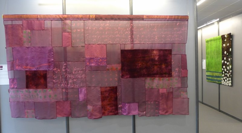 Mercè González: Montsant (li) Cecilia González: Bledes I Patates (re) Ausstellung 'Tast textil' 21. Europäisches Patchwork Meeting 2015