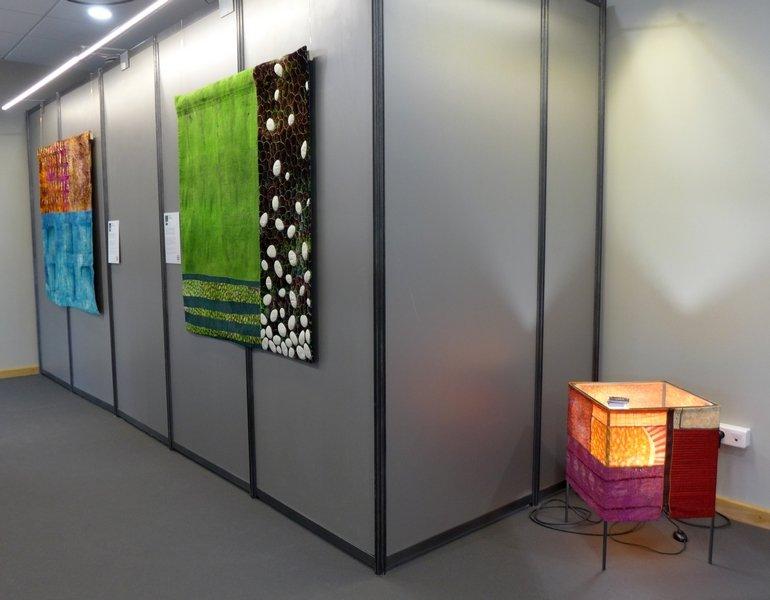 Cecilia González: Bledes I Patates (re), Hidropònic (li) Ausstellung 'Tast textil' 21. Europäisches Patchwork Meeting 2015