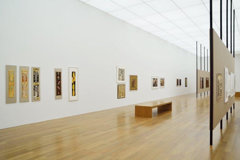 Ferdinand Nigg (1865–1949). Gestickte Moderne Ausstellungsansicht Kunstmuseum Liechtenstein Foto: Ines Agostinelli © Kunstmuseum Liechtenstein