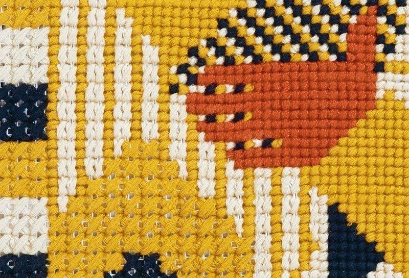 Ferdinand Nigg: Der König aus der Georgslegende, Detail undatiert, Woll- und Baumwollstickerei auf Stramin Privatbesitz Foto: Heinz Preute