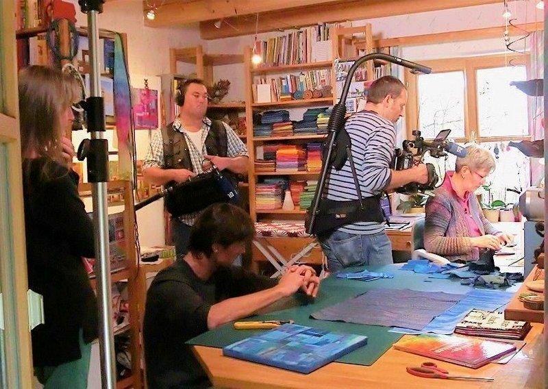 Tina Mast in Aktion - umgeben vom Filmteam Foto freundlicherweise von Tina Mast zur Verfügung gestellt