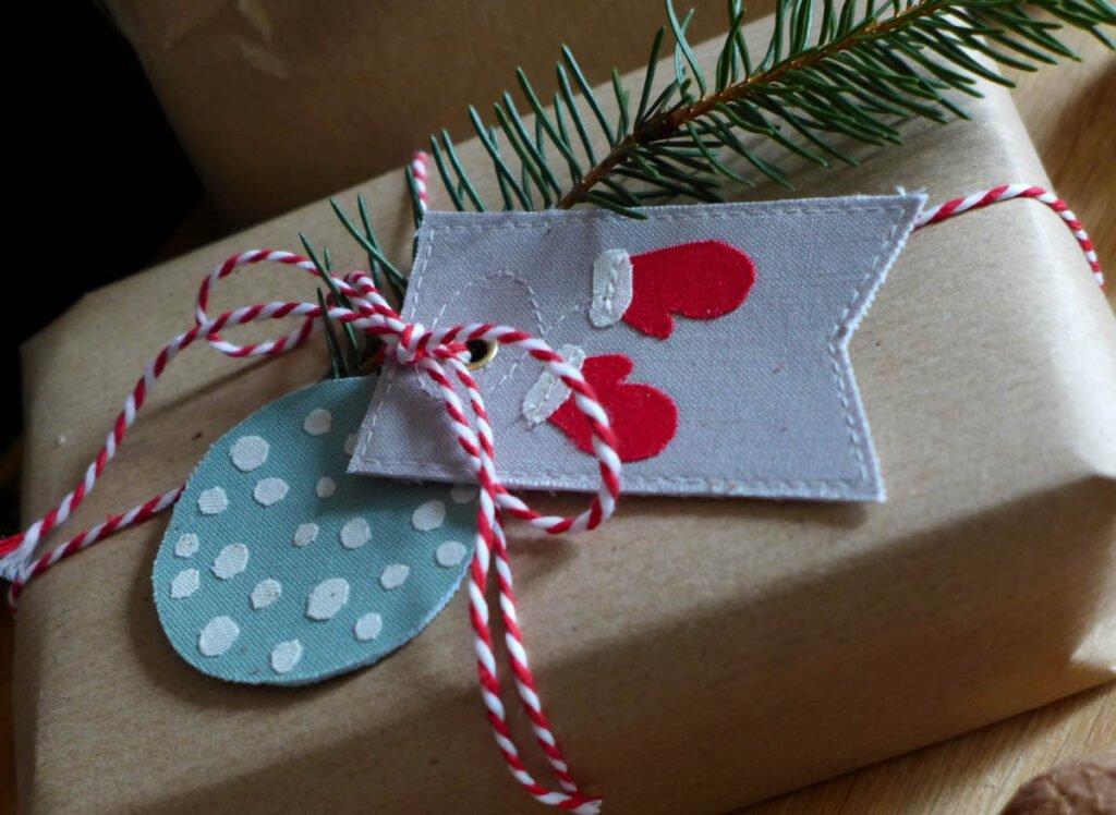Geschenkanhänger selbstgenäht Handschuhe