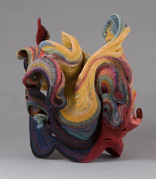 Ferne Jacobs (USA): Medusa's Collar Gewickelt aus gewachstem Leinenfaden, 2009 - 2010 18 x 14 x 19 in.