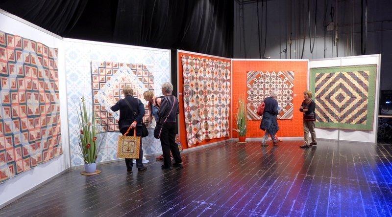 Blick in die Ausstellung 'Log Cabin: zwischen Tradition und Moderne' 21. Europäisches Patchwork Treffen 2015 Foto: Gudrun Heinz