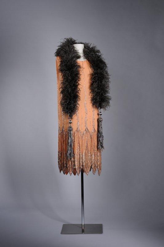 Typisches Charlestonkleid mit Federboa, Mitte der 1920er Jahre © LVR-Industriemuseum