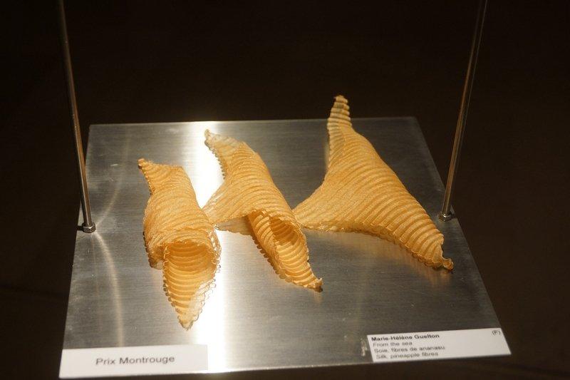 Marie-Hélène Guelton (F): From the Sea, Prix Montrouge Seide, Ananas-Fasern Miniartextil 2016