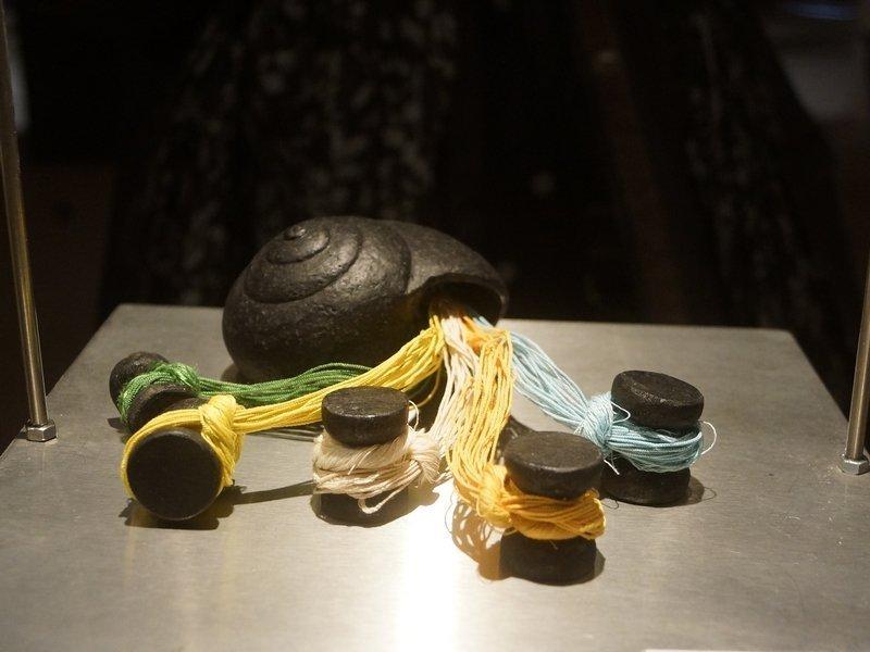 Yoshiko Sashida (JAP): Shell II Seide, Ton, Holz, Farbe