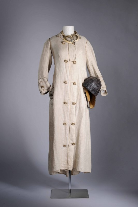 Autofahrerinnen-Mantel mit Schutzbrille und Schutzhaube, 1910er Jahre © LVR-Industriemuseum