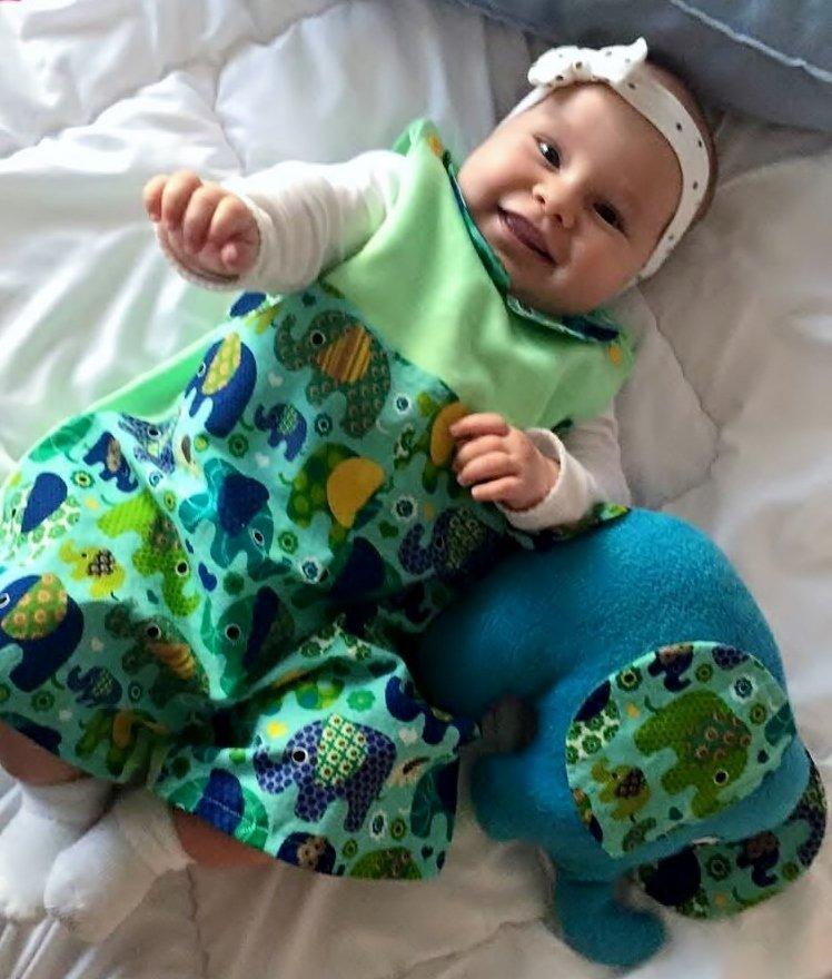 Babyoverall mit passendem Kuscheltier