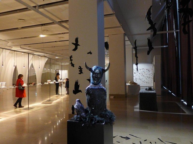 Monika Teal (CH): Crow Installation begeleitend zur Ausstellung 'Miniartextil 2016'