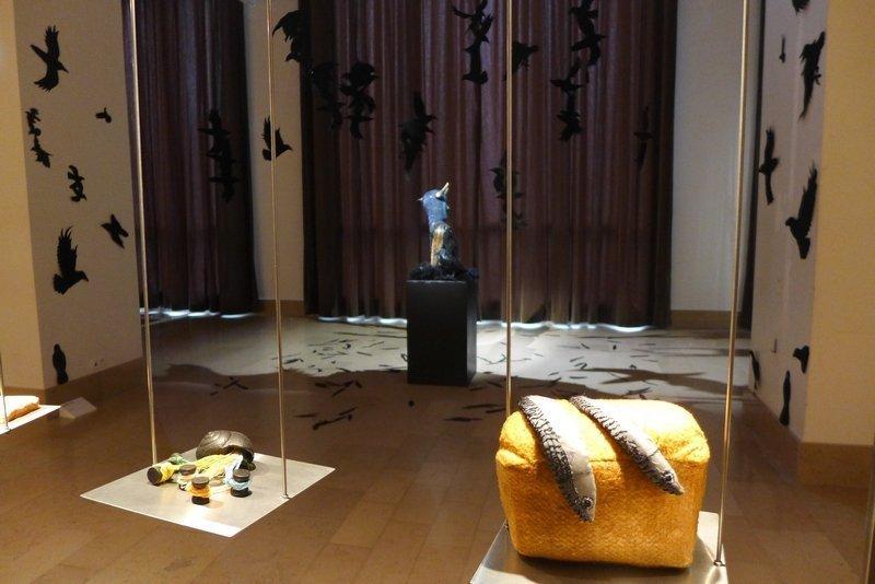 Yoshiko Sashida (JAP): Shell II (li) Seide, Ton, Holz, Farbe Maire O'Mahony (IRL): Parable (re) Batikstoffe Miniartextil 2016