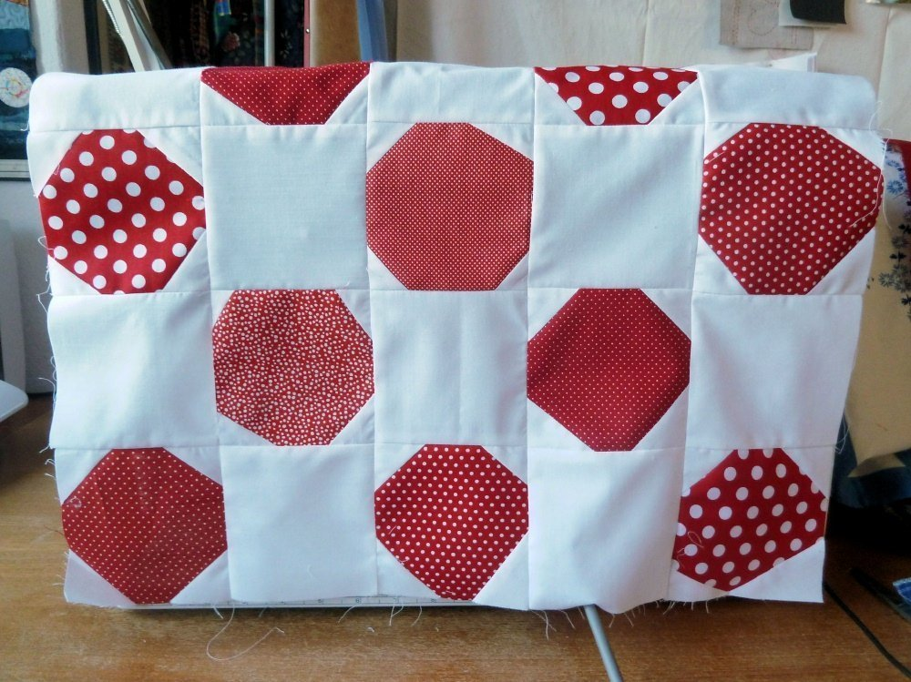 BERNINA-Mitmachaktion 2016: Red and White Quilts nähen : das Snowballmuster