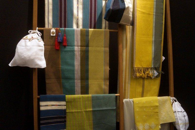 Blick in die Ausstellung 'El Camino - Maya Textilien von heute' Zusammenarbeit französischer Designer mit Weberinnen aus Chiapas, Mexiko l'aiguille en fête 2016
