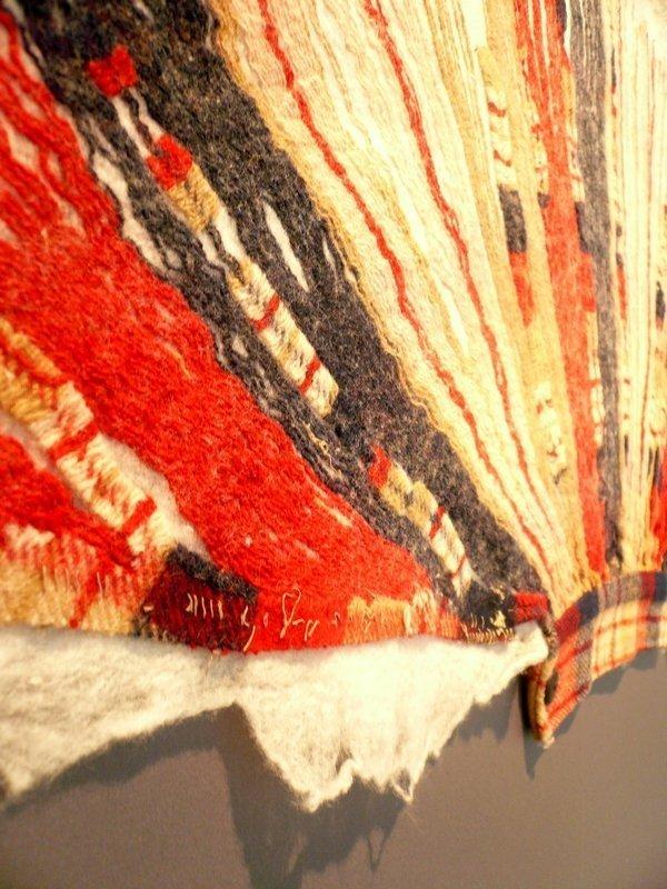 Cnaani Gali: Ärmel einer Jacke, Detail Ausstellung 'Textile Erinnerungen / Remembering Textiles' Foto: Ursula Brenner
