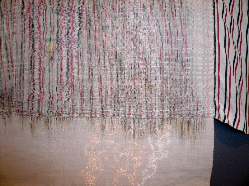 Cnaani Gali: Gestreiftes Hemd, Detail Ausstellung 'Textile Erinnerungen / Remembering Textiles' Foto: Ursula Brenner