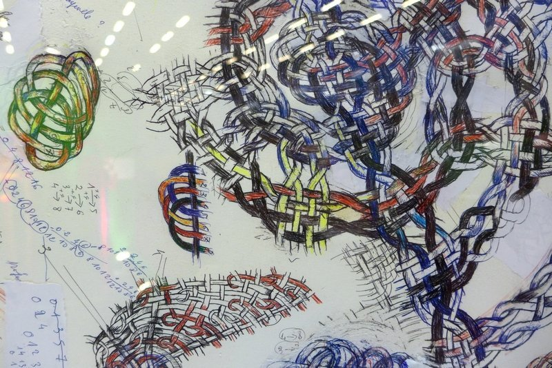 Blick in die Ausstellung 'L'aventurier du tessage' Entwurf, Detail Odon (Frankreich) l'aiguille en fête 2016