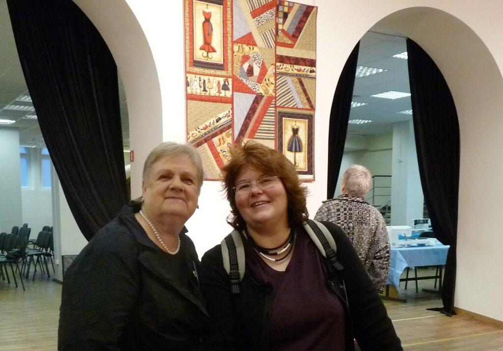 Aina Muze (links) mit Gudrun Heinz in Sankt Petersburg 2012