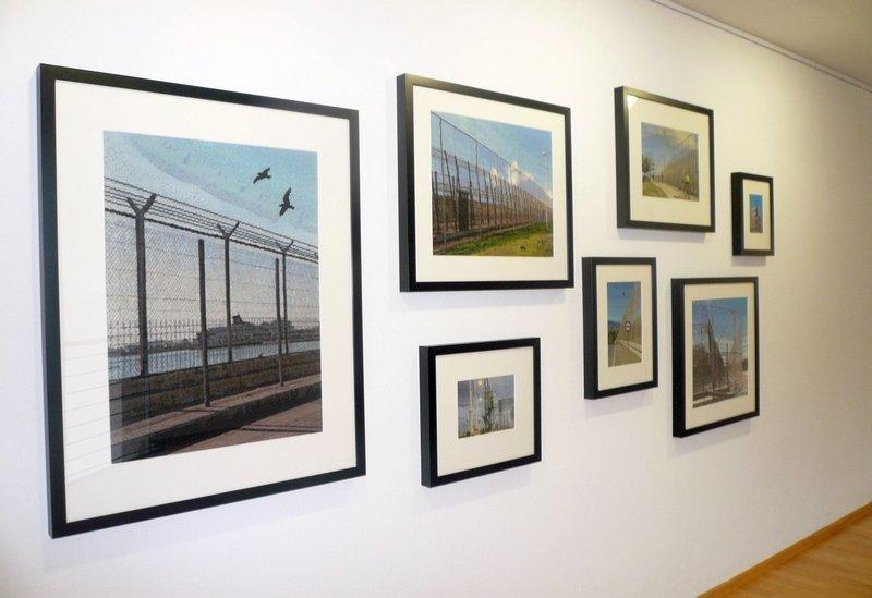 Tanja Boukal: Melilla tiene una Valla 2014 – 2015 Stickerei auf Leinwand