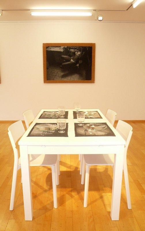 Tanja Boukal: All That Glitter and Gold Wien, Calais, Rom, Mykonos, Athen, München 2010 Strickbilder auf Keilrahmen
