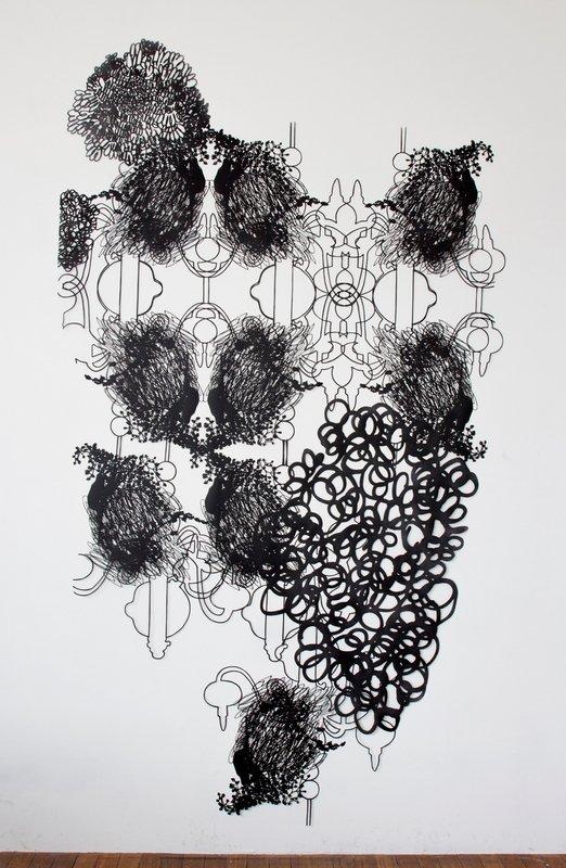 Dorthe Goeden: Ohne Titel 2014, lackiertes Papier, 265 x 150 cm Foto: Dorthe Goeden