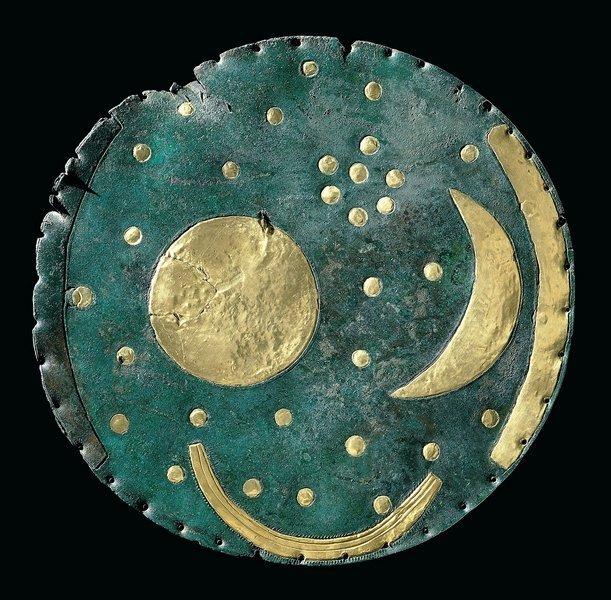Himmelsscheibe von Nebra (autorisierte Kopie) Bronze, Gold Um 1600 v. Chr. © LDA Sachsen-Anhalt Foto: Juraj Lipták