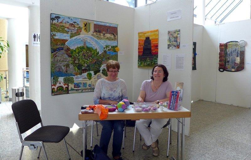 Sabine Frank und Marina Palm präsentieren die Ausstellung 'AugenBlicke' - Textile Stadtansichten anläslich 1000 Jahre Leipzig Patchworktage 2016 in Celle