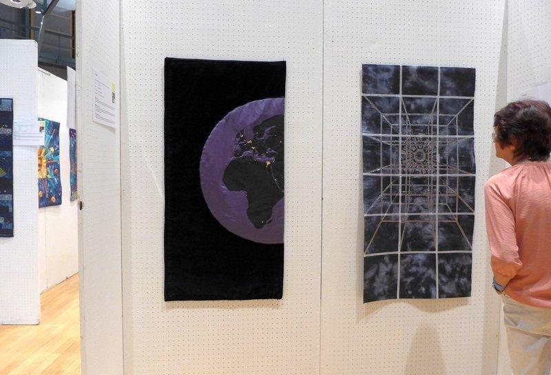 Gudrun Heinz: Lichtverschmutzung (li), Ausstellung 'Radiation - Strahlung' Patchworktage 2016 in Celle