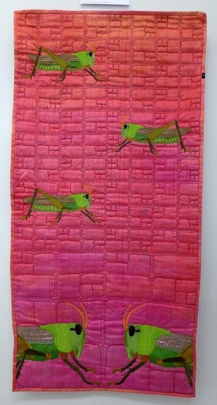 Barbara Lange: Monochrom 23 - Grashoppers Ausstellung 'International Threads' Patchworktage 2016 in Celle
