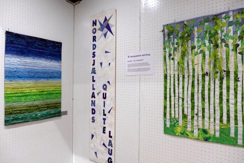 Annette Worsoe: Faroe Islands (li), Anni Eifer: Birch Forest (re) Ausstellung 'Streifen - frei interpretiert' der Quilterinnung aus Nordseeland, Dänemark Patchworktage 2016 in Celle