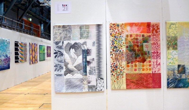 Ausstellung 'Textile Farbspiele' von Monika Flake (li) Ausstellung 'Texturen' der Gruppe Tex21 (re) Patchworktage 2016 in Celle