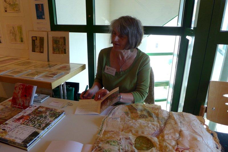 Cas Holmes in ihrer Ausstellung 7. Quiltfestival Luxembourg