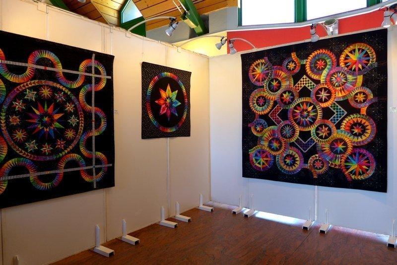 Blick in die Ausstellung von Jacqueline de Jonge 7. Quiltfestival Luxembourg