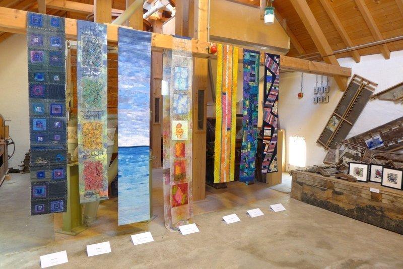 Blick in die Ausstellung der Gruppe 'Grenze(n)loos' 7. Quiltfestival Luxembourg