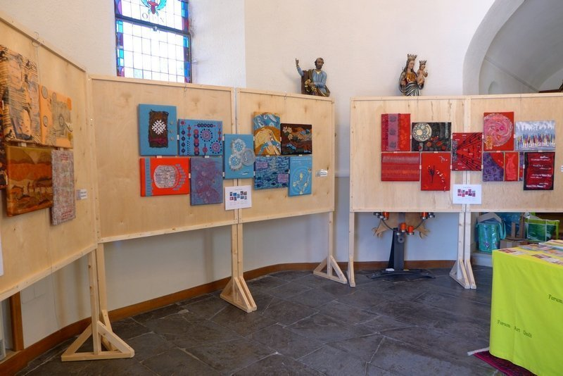 Blick in die Ausstellung 'Bewegung - Textil interpretiert' Gruppe 'Forum Art Quilt e.V.' 7. Quiltfestival Luxembourg