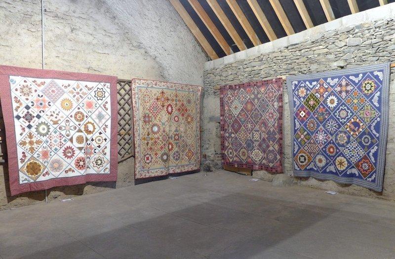 Blick in die Ausstellung der Gruppe 'Atelier Ruette' 7. Quiltfestival Luxembourg