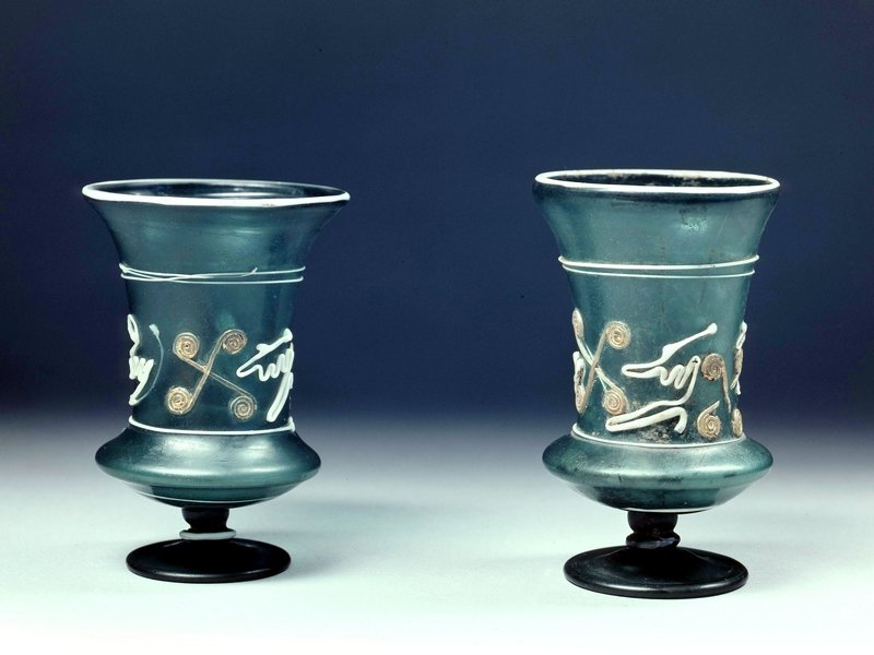 Zwei Schlangenfadenpokale, 1896 in Köln, Weyerstraße gefunden. 3. Jahrhundert n. Chr. Römisch-Germanisches Museum Köln. © Römisch-Germanisches Museum/Rheinisches Bildarchiv Köln