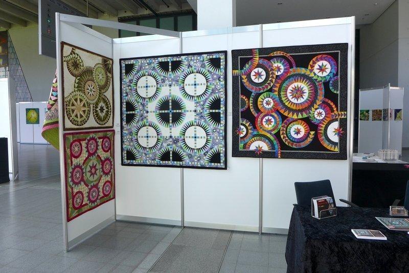 Blick in die Ausstellung von Jacqueline de Jonge: Be Colourful! NADELWELT Karlsruhe 2016