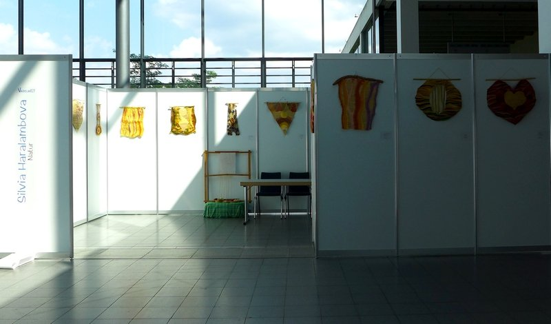 Blick in die Ausstellung von Silvia Haralambova: Natur NADELWELT Karlsruhe 2016