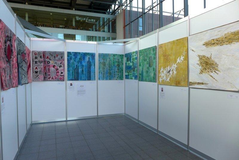 Blick in die Ausstellung von Art Quilt Harbour: EVOLON-Quilt Kollektion NADELWELT Karlsruhe 2016