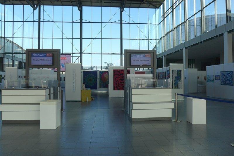 Blick in den Eingangsbereich NADELWELT Karlsruhe 2016