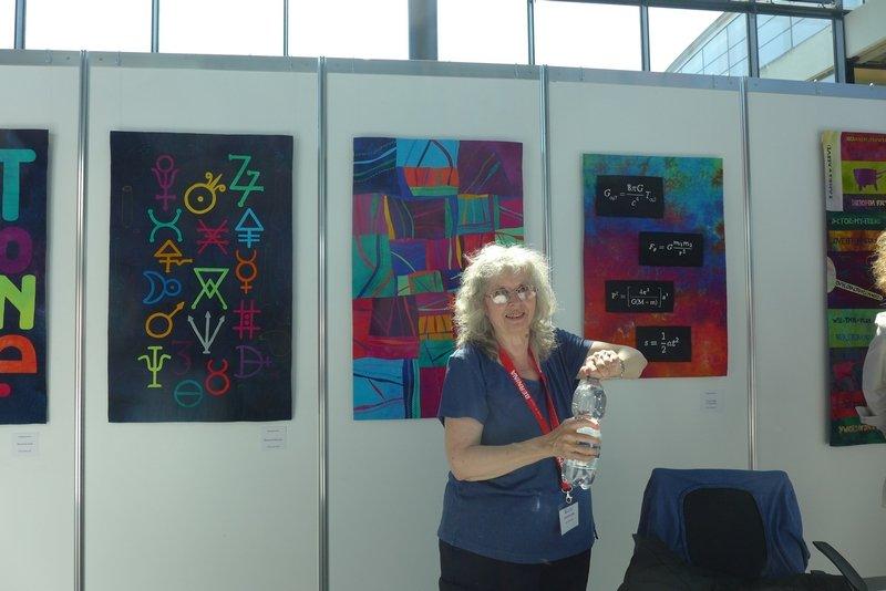 Alicia Merrett in ihrer Ausstellung Die Vermessung der Welt NADELWELT Karlsruhe 2016