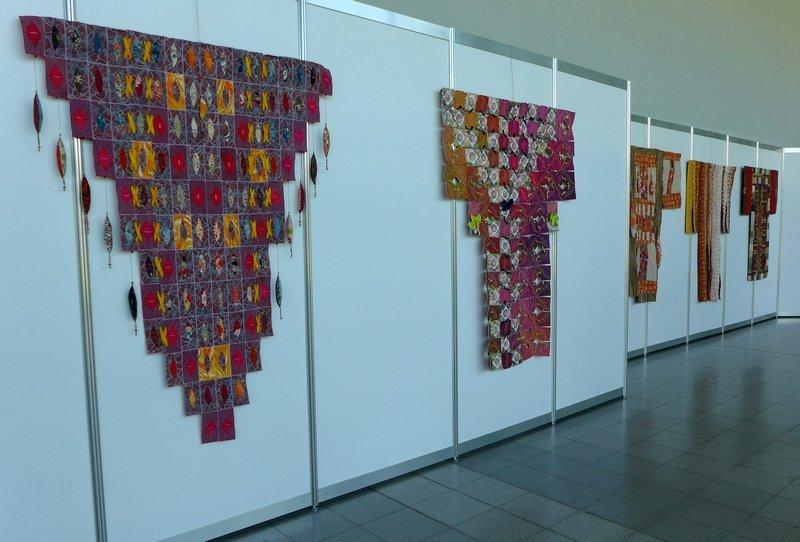 Ausstellung von Pia Welsch: Erleuchtung in einem einzigen Laut NADELWELT Karlsruhe 2016