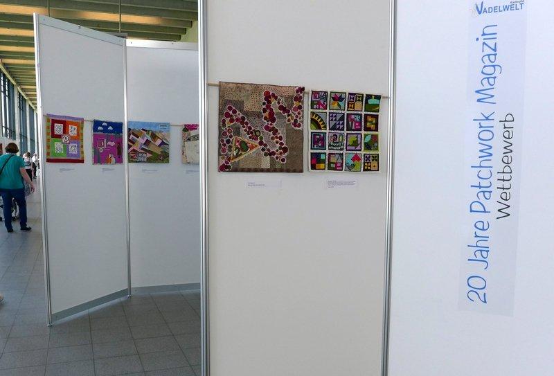 Blick in die Ausstellung der Wettbewerbsergebnisse '20 Jahre Patchwork Magazin' NADELWELT Karlsruhe 2016