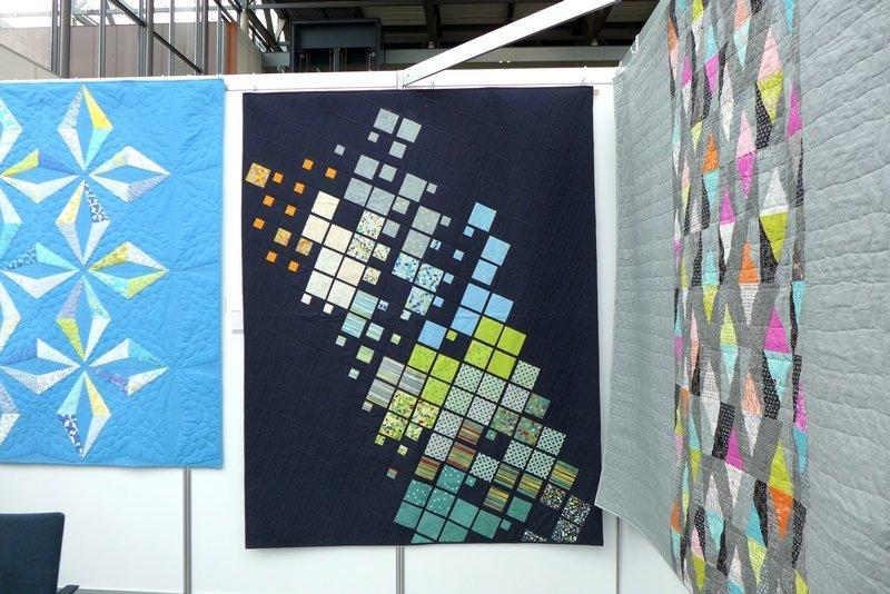 Blick in die Ausstellung von Brigitte Heitland: Zen Chic Quilts NADELWELT Karlsruhe 2016